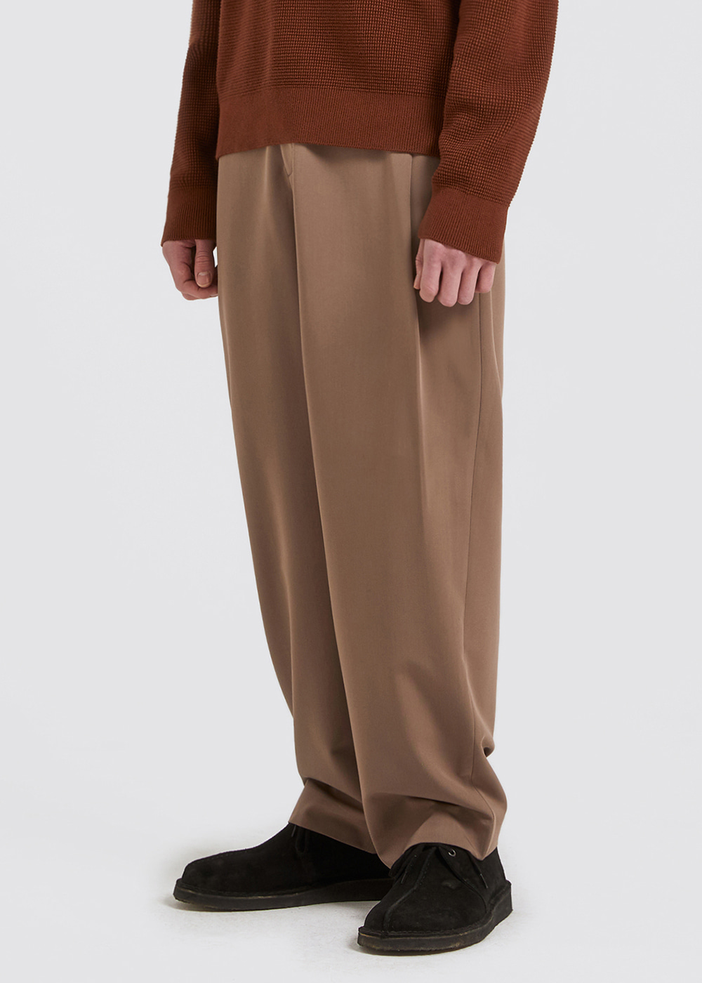 SIDE PLEATS SLACKS [BROWN]