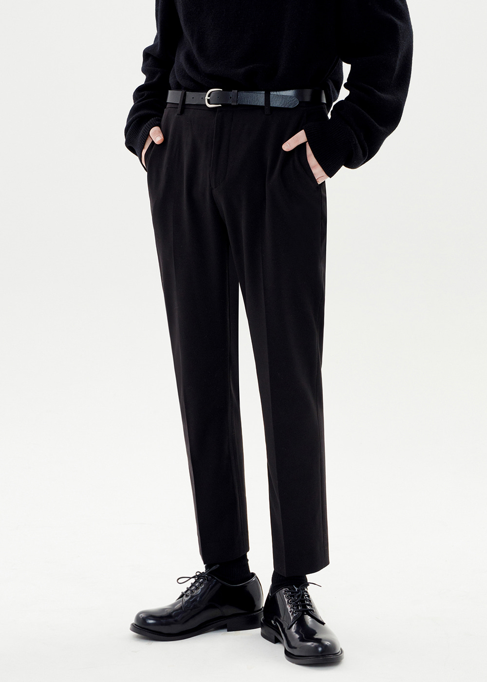CROP TAPERED SLACKS [BLACK]