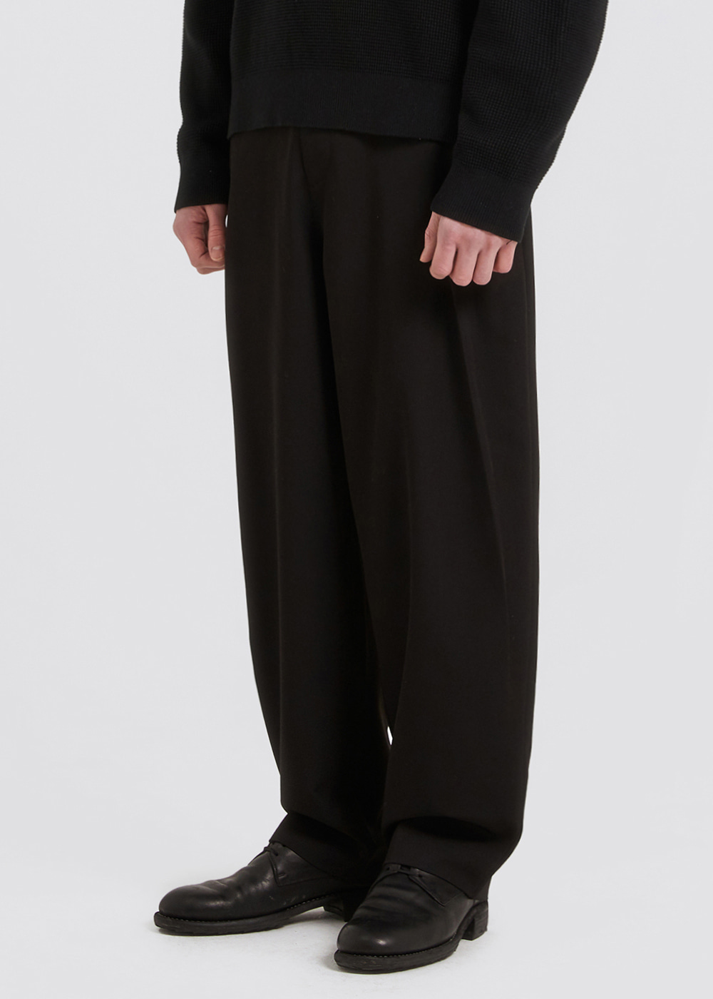 SIDE PLEATS SLACKS [BLACK]