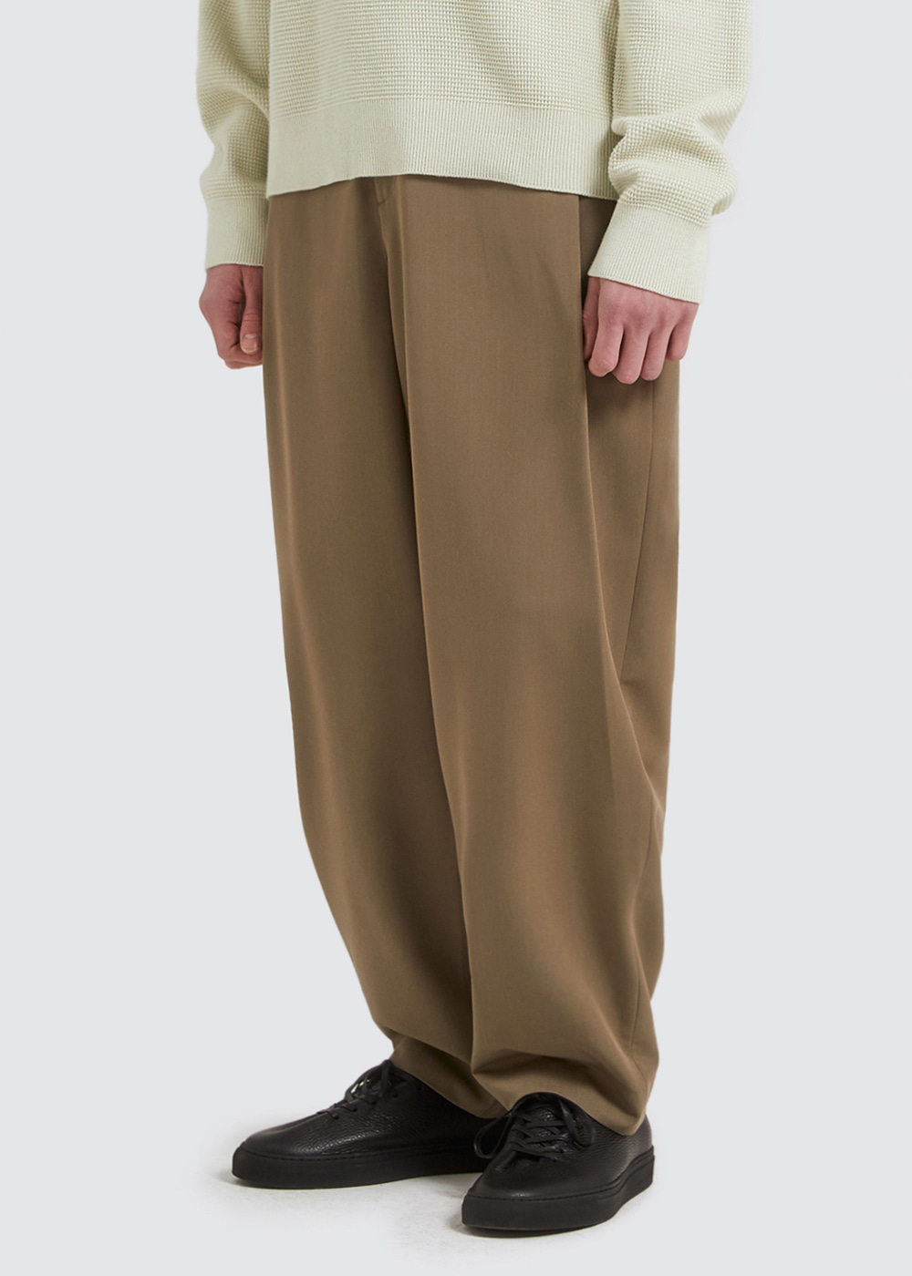 SIDE PLEATS SLACKS [KHAKI]