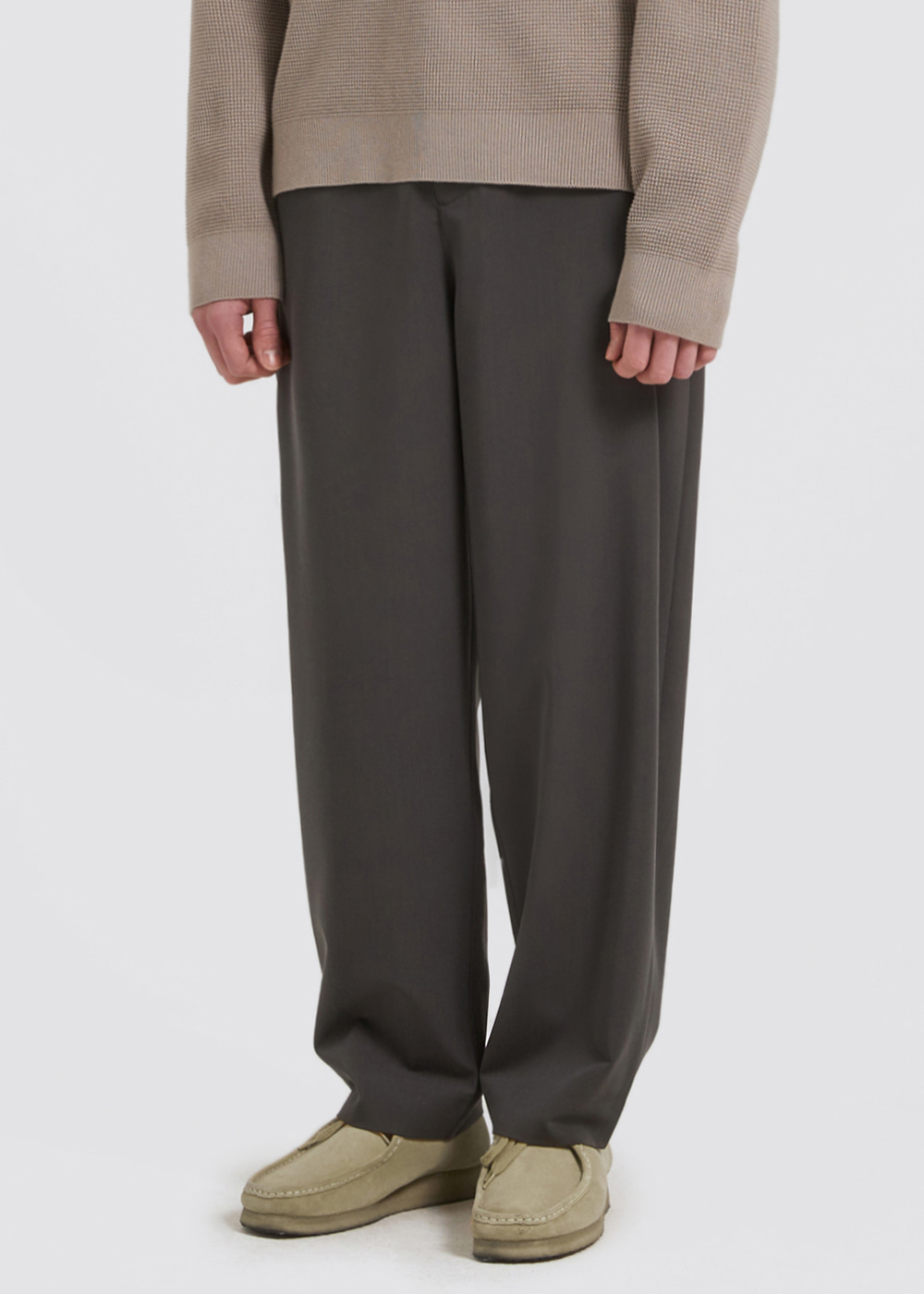 SIDE PLEATS SLACKS [CHARCOAL]