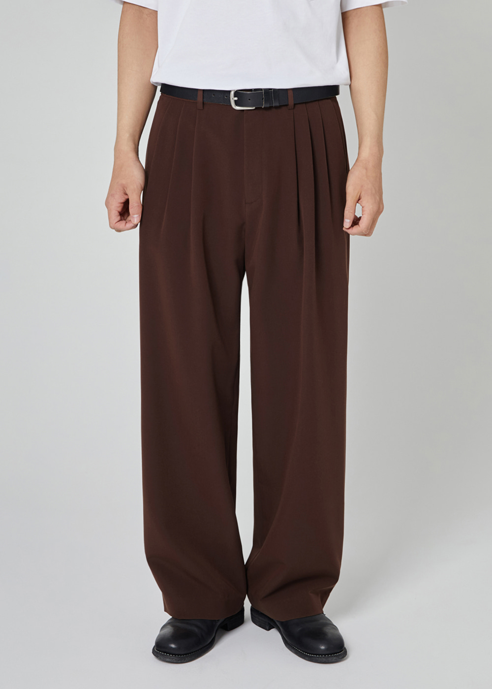 THREE TUCK BALLOON SLACKS [BROWN]