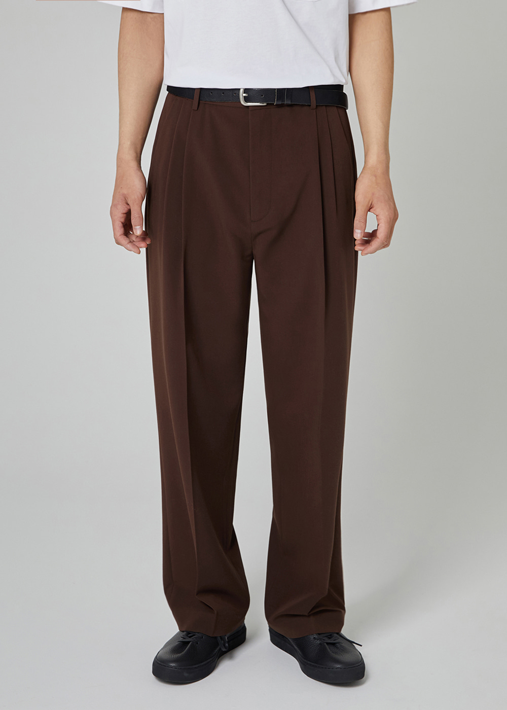 TWO TUCK SLACKS [BROWN]